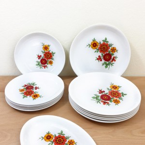 Lot assiettes fleuries vintage